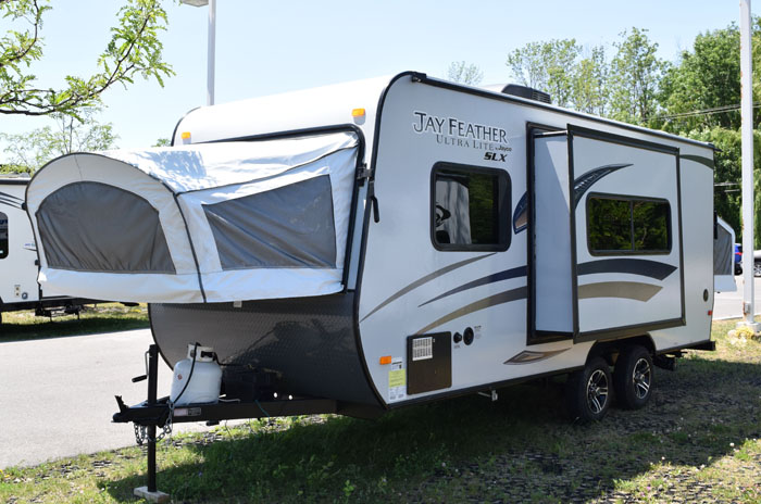 SW1793-2015-Jayco-JAY-FEATHER-SLX-19XUD-Travel-Trailer-12